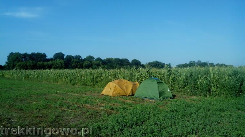 Mołdawska gościnność - Wyprawa rowerowa Mołdawia 2015 dz. 2 poranek namioty pole kukurydzy trekkingowo