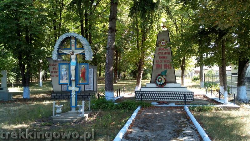 Domowe wino i zawalony most - Wyprawa rowerowa Mołdawia 2015, dz. 3 cmentarz pomnik trekkingowo