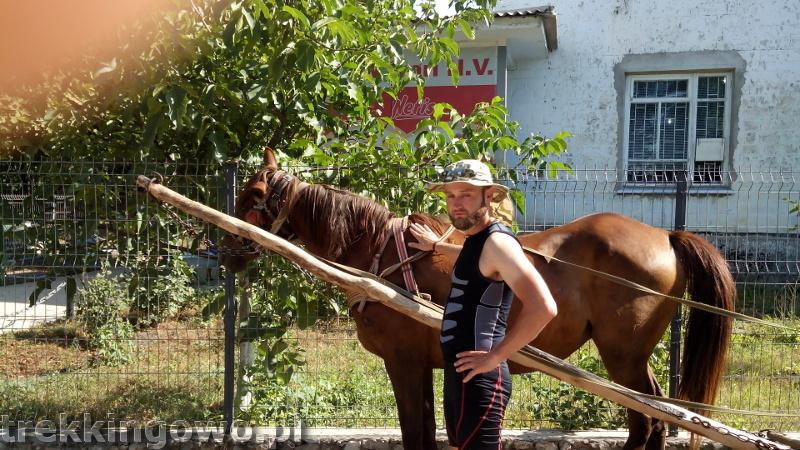 Mołdawia - Dzień 3 koń sklep trekkingowo