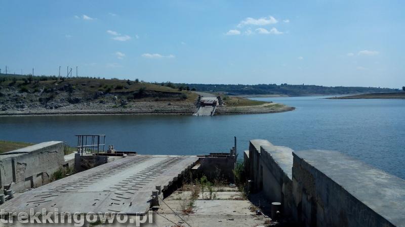 Domowe wino i zawalony most - Wyprawa rowerowa Mołdawia 2015, dz. 3 przeprawa