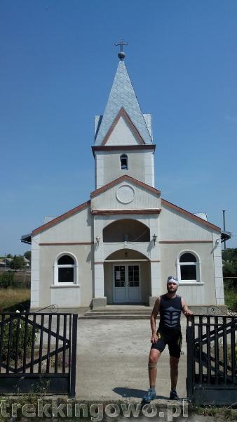 Polska wieś Strycza - Wyprawa rowerowa Mołdawia 2015, dz. 4 strycza kościół trekkingowo