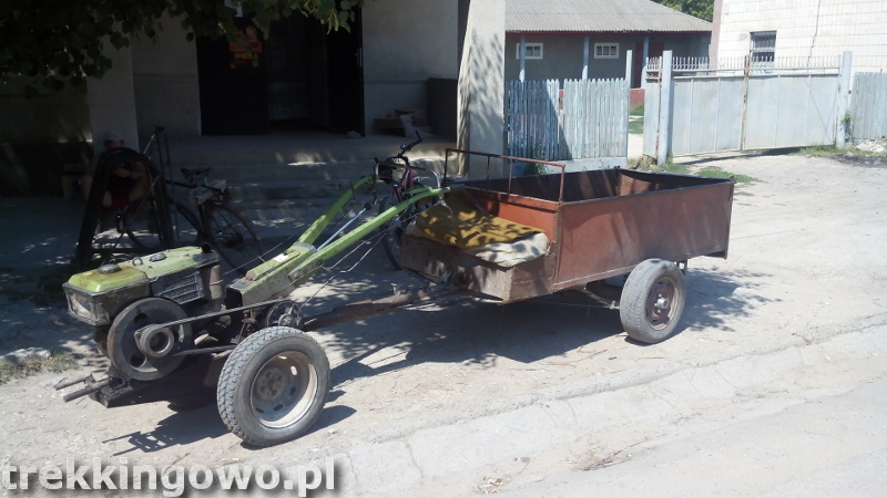 trekkingowo Mołdawia - ludzie, drogi i jedzenie. Wyprawa rowerowa - Dzień 5 wehikuł pod sklepem