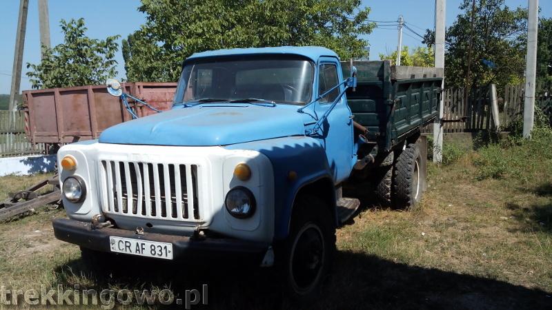 trekkingowo Orheiul Vechi i KiszyniówMołdawia - Dzień 6 stare auto sklep