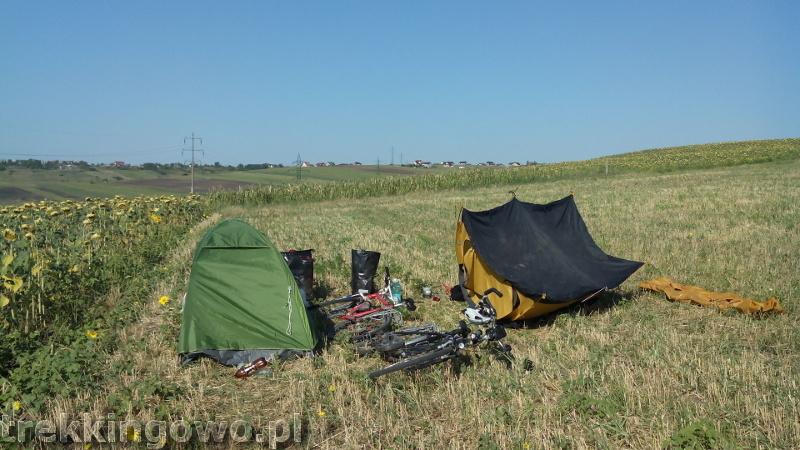 trekkingowo Wyprawa rowerowa Mołdawia - Dzień 8 cień namiotu