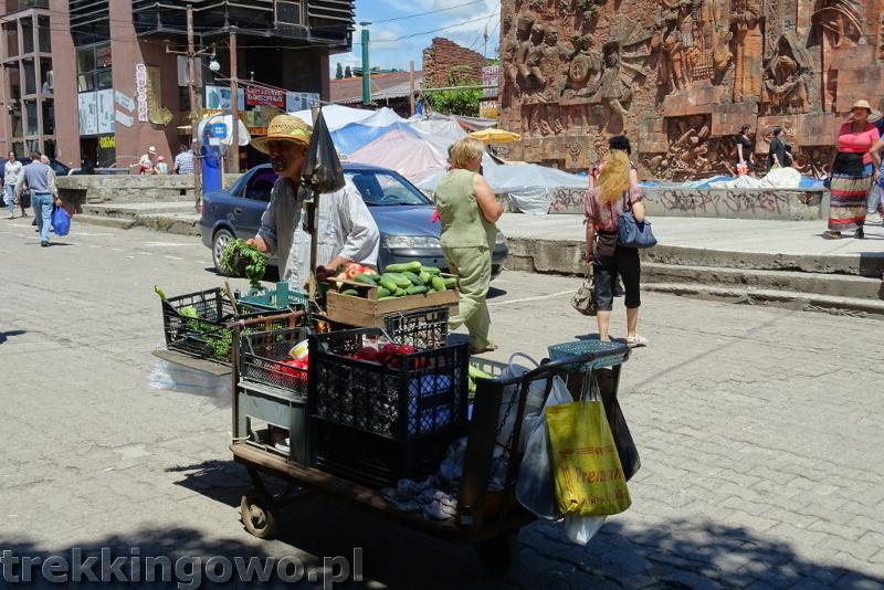 Jedzenie oraz ceny w Gruzji i Armenii kutaisi handlarz trekkingowo