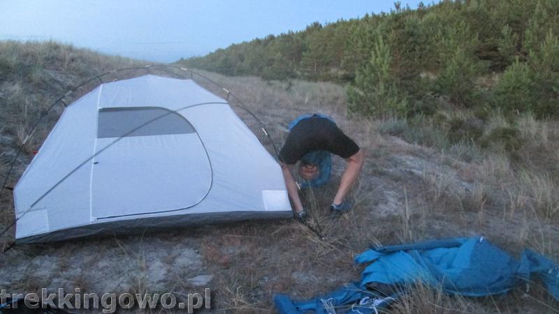wydmy rozbijanie namiotu trekkingowo