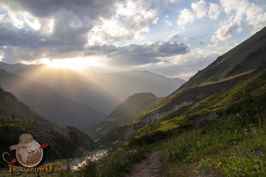 uczyciel widok zachód trekkingowo