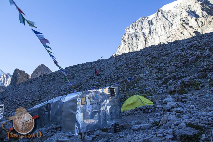 peak uchitel barak trekkingowo