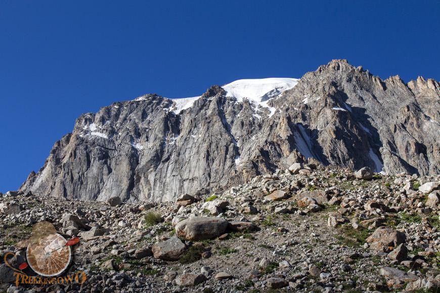 Szczyt Uczyciel (Uchitel)  poranek trekkingowo