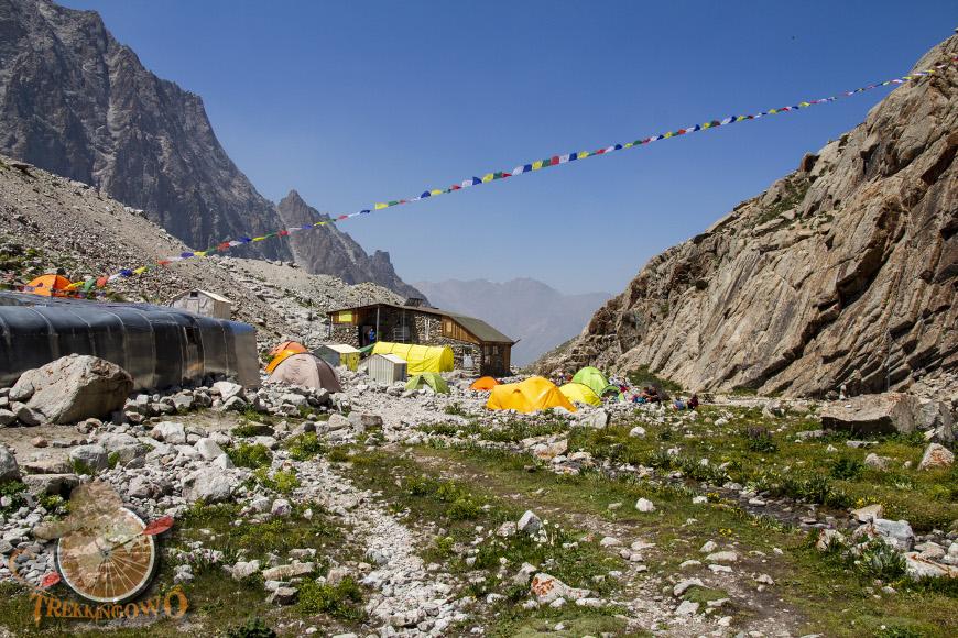 góra uchitel kirgistan baza powrót trekkingowo