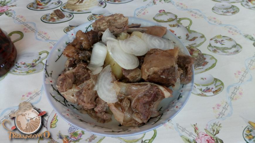 jurta kirgistan bar jedzenie trekkingowo