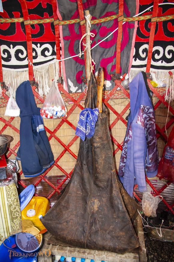jurta kirgistan kumys bukłak trekkingowo