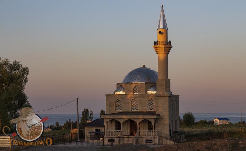 meczet o poranku Isyk-Kul