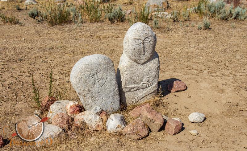 muzeum petroglifiów rzeźby Czołpon-Ata kirgistan Isyk-kul trekkingowo.pl