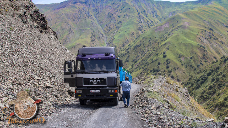 kirgistan kazarman trekkingowo ciężarówka Pustkowia Kazarmanu 09
